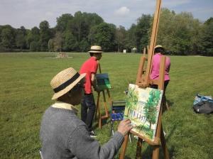 Le peintre Hafid Paksad et sa famille en train de peindre