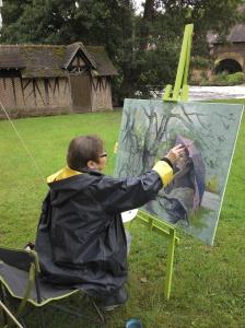 une grande peintre en plein travail